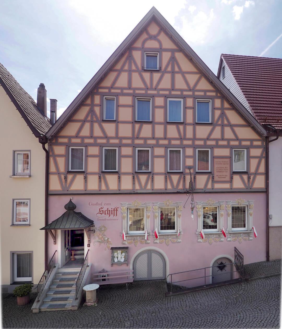 Hotel-Gasthof Schiff - Eingang vom Markplatz