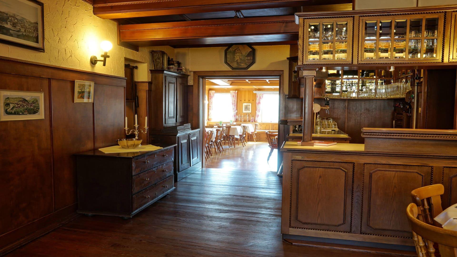 Restaurant mit Tresen des Hotel-Gasthof Schiff in Horb am Neckar